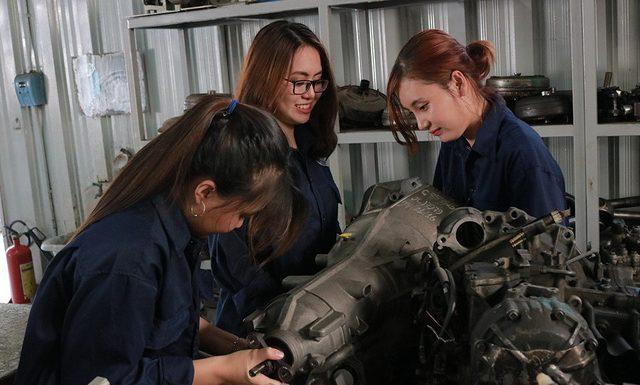 Con gái có nên theo học ngành Cơ khí hay không ?